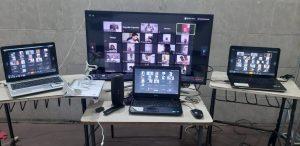 Monitore beim deutsch-brasilianischen Online-Training.